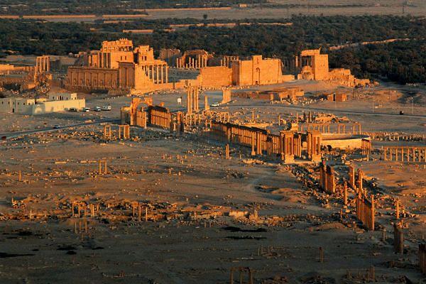 Dżihadyści zburzyli łuk triumfalny w Palmyrze