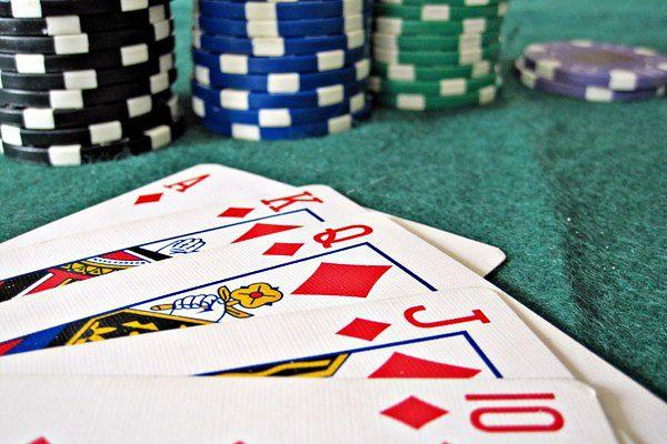 """Poker """"rozwiązany"""" - opracowano strategię, która zawsze wygrywa"""