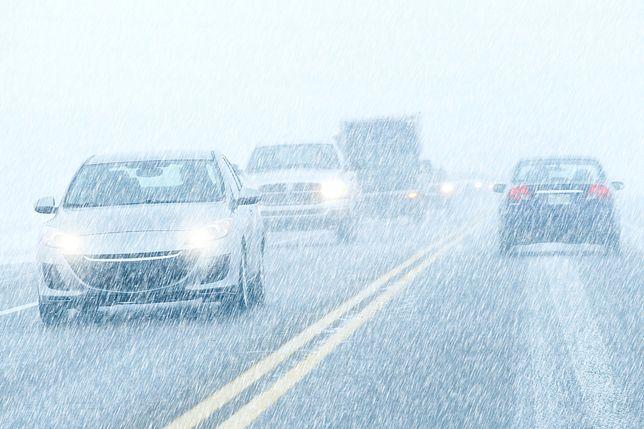 USA: Silne śnieżyce spowodowały spore utrudnienia komunikacyjne. Są ofiary, tysiące lotów odwołanych