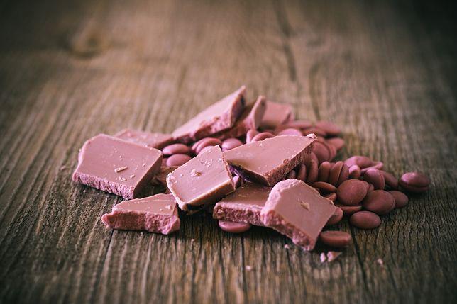 Różowa czekolada jest słodka i idealnie nadaje się do dekoracji