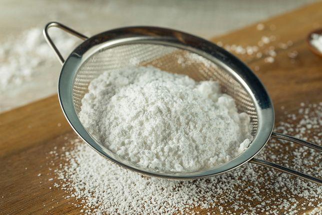 Oligofruktozę, zwykle w postaci proszku lub syropu, możemy kupić w niektórych delikatesach