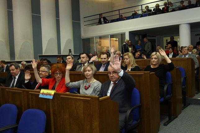 Podczas sesji rady miasta w Płocku doszło do skandalu