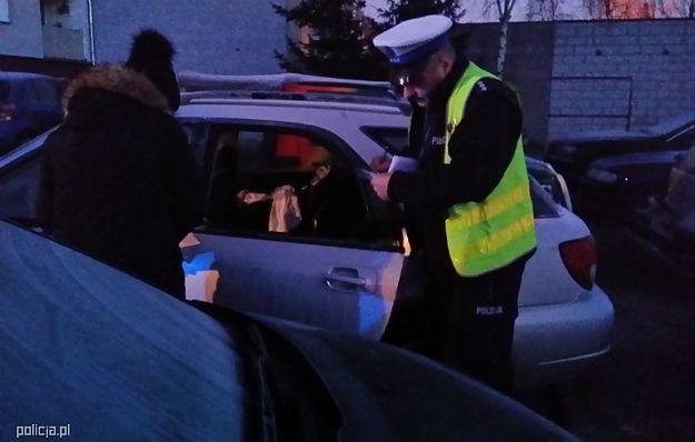 Nietypowa akcja ratunkowa policji. Uwolnili dziecko z zamkniętego samochodu