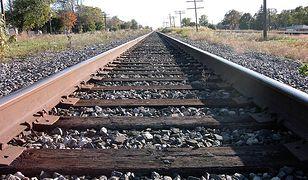 Policjant uratował dziewczynę, która chciała rzucić się pod pociąg. Zaważył przypadek i doświadczenie