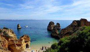 Wybrzeże Algarve to piękne plaże usiane urokliwymi skałami