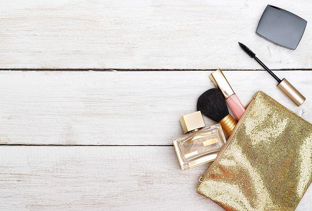 Śliczne kosmetyczki w promocyjnych cenach. Kobiecy niezbędnik