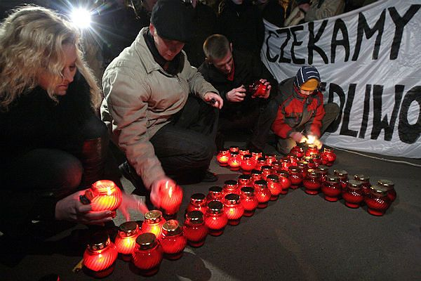 W trakcie trwania stanu wojennego wielu Polaków zginęło z rąk milicjantów i SB