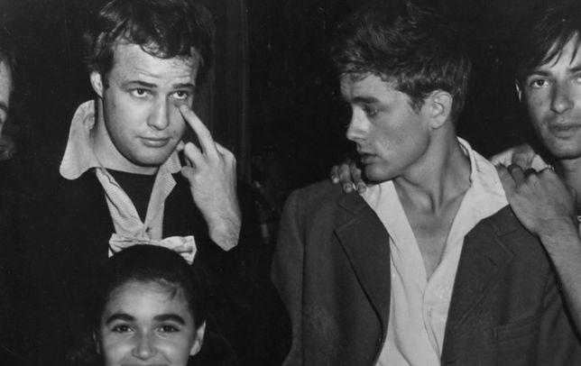 """""""James Dean był jednym z najtrwalszych, ale i najbardziej niespokojnych partnerów homoseksualnych Brando"""""""