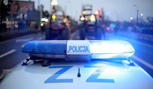 Warszawa. Wypadek na trasie S2. Auto wjechało pod naczepę tira
