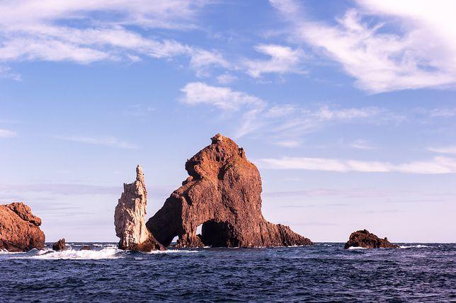 """Archipelag Dokdo tworzy grupa kilkudziesięciu wysepek, które znane są też jako """"samotne"""" albo """"bambusowe"""""""