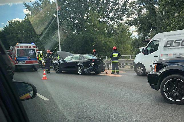 Jednym z uczestniczących w wypadku pojazdów było czarne audi.