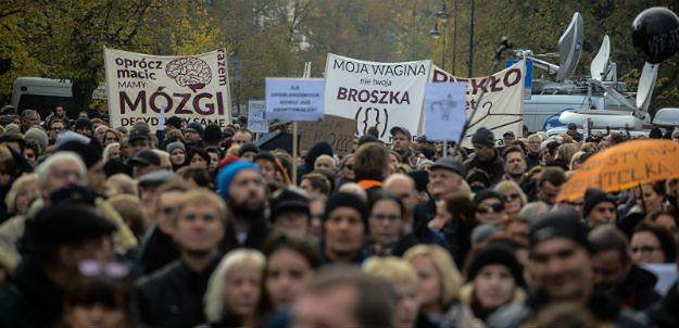 """Rozpoczął się Ogólnopolski II Strajk Kobiet: """"nie składamy parasolek"""""""