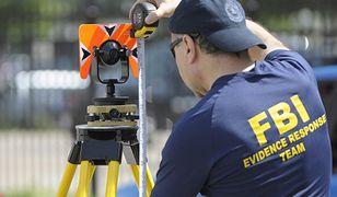 Agent FBI na miejscu dochodzenia