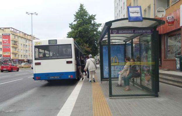 Niepełnosprawni w Gdyni będą mieli łatwiej. Miasto wyremontowało zatoczki autobusowe