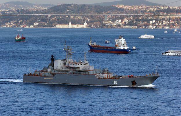 """Rosyjski okręt desantowy """"Aleksander Szabalin"""" na wodach cieśniny Bosfor"""