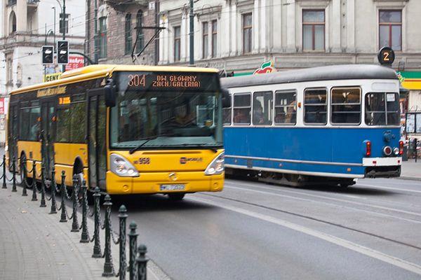 Nowe automaty biletowe w krakowskich autobusach. Można płacić tylko kartą lub telefonem