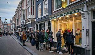 W Holandii zamknięto m.in. centra handlowe, domy publiczne i cieszące się popularnością coffee shopy