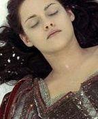 ''Snow White and the Huntsman'': Florence oddycha życiem