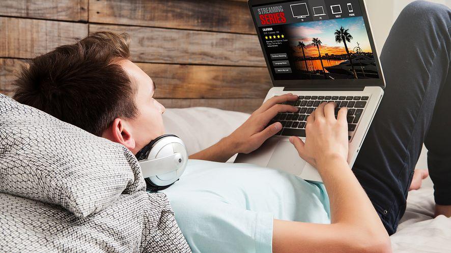 Po zamknięciu kin, jedyną alternatywą dla kinomaniaków są serwisy VOD, fot. David MG/Shutterstock