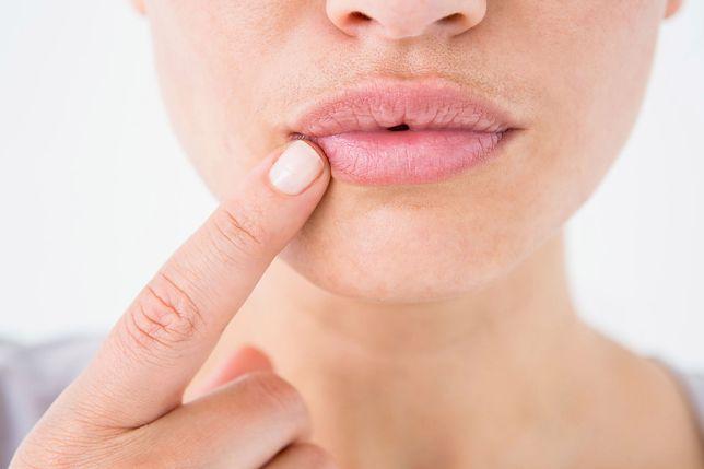 Pomadki do ust mogą powodować raka. Niepokojące wyniki francuskich badań