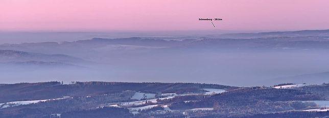 Szczyt w Alpach widziany ze Śnieżnika (fot. Tobiasz Rangno)