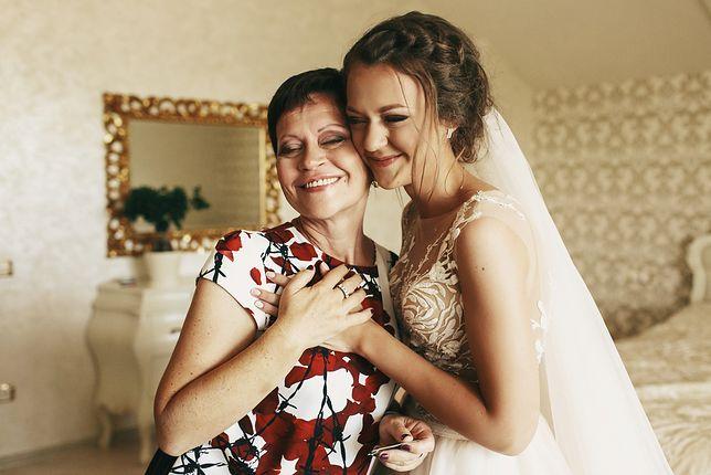 Sukienka na wesele dla mamy panny młodej - jaka powinna być?