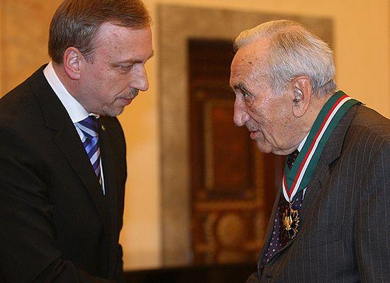 Medal Gloria Artis dla Tadeusza Mazowieckiego