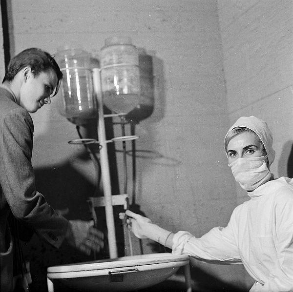 1963 r. Epidemia ospy. Ponad 200 tys. osób zostało zaszczepionych przeciw ospie we Wrocławiu