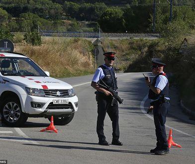 Policja na drodze w pobliżu miejscowości Subirats, gdzie zastrzelono podejrzanego mężczyznę