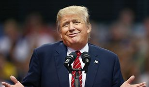 """Donald Trump: """"Mam dla niej piękną kartkę"""". Prezydent nie przejmował się prezentem dla żony"""