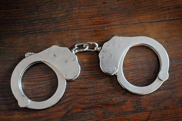 Włamywali się do sklepów i piwnic. Policja z Bogatyni zatrzymała dwóch mężczyzn