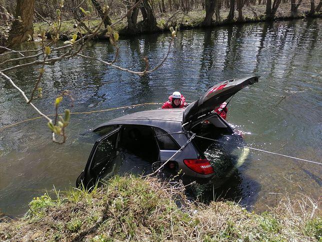 Tragiczny wypadek w Juszkowie. Auto wjechało do rzeki