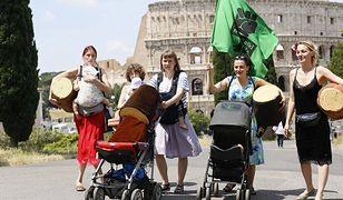 Pięć matek z dziećmi na rękach walczy w Watykanie o drzewa. Matki Polki na wyrębie zobaczyły się z papieżem