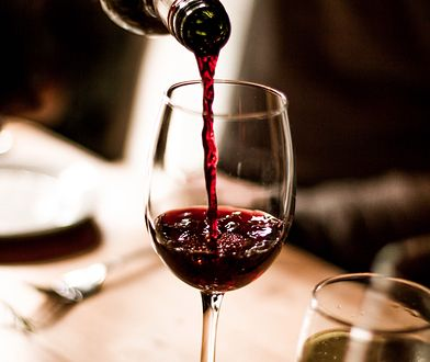 Otwieranie, nalewanie czy serwowanie wina powinno być prawdziwym rytuałem