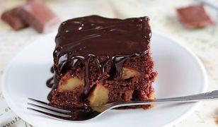 Jak zrobić salceson. Tradycyjne ciasto czekoladowe z jabłkami