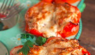 Papryka nadziewana ricottą, cukinią i tuńczykiem. Idealna na szybki obiad