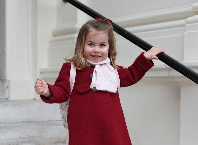 Księżniczka Charlotte poszła do szkoły i już rozrabia