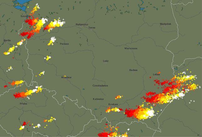 Pogoda. Po godz. 17 nad Polskę wkroczyła kolejna strefa burz