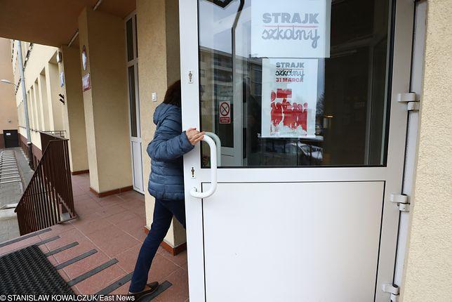 Nauczyciele mogą swoim strajkiem narobić rodzicom sporo problemów przed świętami