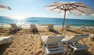 Późna jesień na piaszczystej plaży w dobrej cenie to całkiem realna wizja