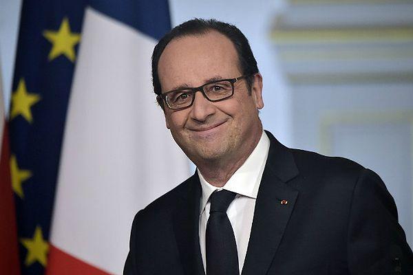 Druga szansa prezydenta Francji. Zawdzięcza to reakcji na ataki terrorystyczne