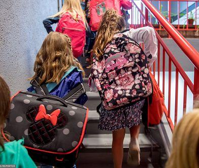 Mazowsze. Sanepid kontroluje wagę tornistrów uczniów, także w szkołach w Warszawie