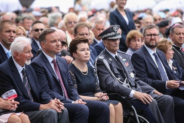 """Andrzej Duda i Hanna Gronkiewicz-Waltz nie mieli wyjścia. """"To nawiązanie do słów Jezusa: Pokój mój daję wam"""""""