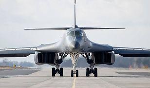 """Bombowiec B-1B Lancer po raz pierwszy lądował w Polsce. """"Gorące tankowanie"""""""