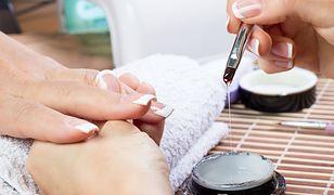 Przedłużanie paznokci to sprawdzony sposób na elegancki wygląd kobiecych dłoni