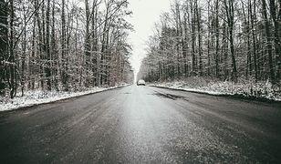 Pogoda. Oblodzenie dróg i chodników. Ostrzeżenia IMGW dla 14 województw