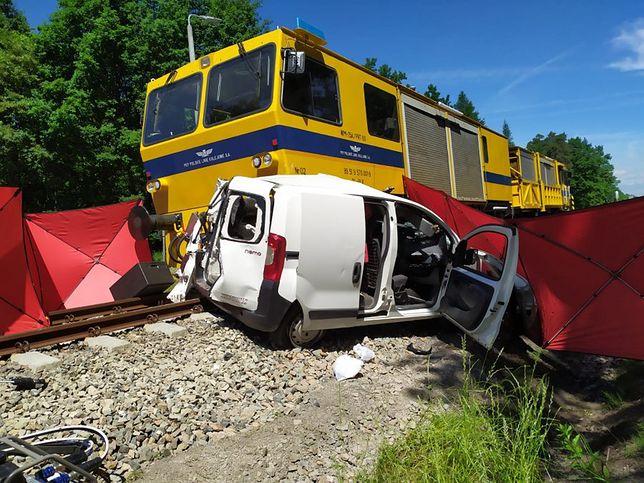 Brzeźnica. Śmiertelny wypadek. Młoda kobieta wjechała pod pociąg