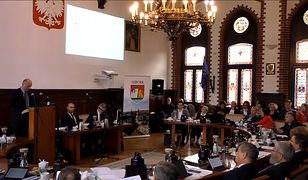 """Radni Lęborka odrzucili w głosowaniu obywatelską uchwałę, której celem było utworzenie z miasta """"strefy wolnej od LBGT i gender"""""""