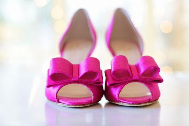 Buty z ozdobnym akcentem to jeden z modnych fasonów na wiele okazji