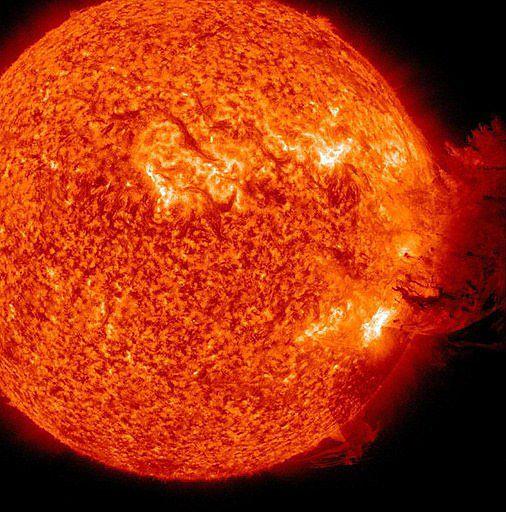 Ziemia bombardowana materią ze Słońca; co nam grozi?